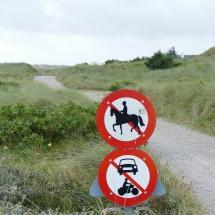 Freie Wege für Spaziergänger und Fahrradfahrer in den dänischen Dünen.