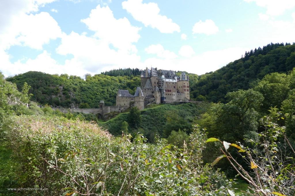 Burg Eltz im Tal der Eltz, Eifel, Rheinland-Pfalz