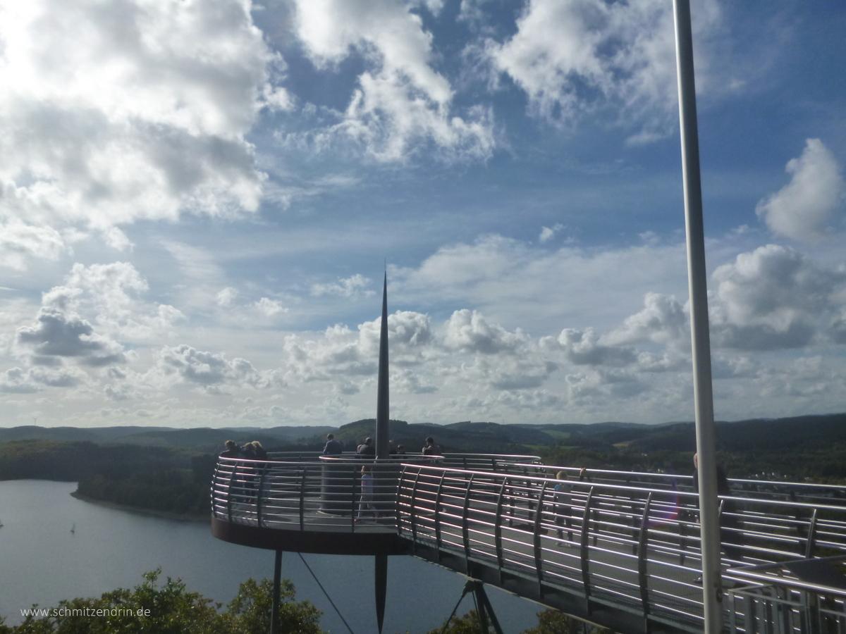 Aussichtsplattform über der Waldenburger Bucht mit Blick auf die Biggestalsperre